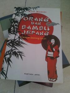 Ajip Rosidi. 208 halaman. Grafika Mardi Yuana Bogor : 2003, Pustaka Jaya 2009. ISBN: 9789794193662