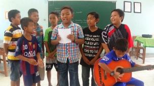 Mengenalkan puisi pada anak-anak desa Jatiwangi
